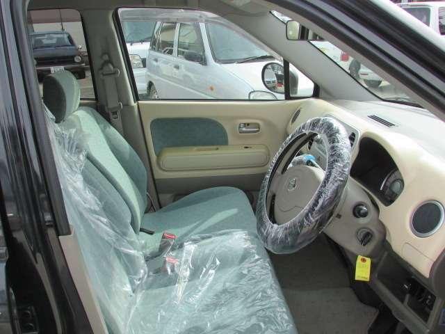 運転席、助手席にも目立ったシミや汚れ等無く綺麗な状態ですよ♪