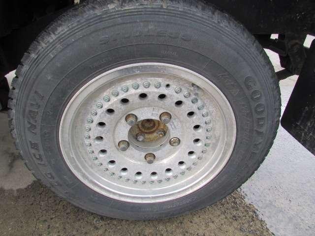 ホイール、タイヤもまだまだ使用可能♪別途で別のホイールやタイヤに変更可能ですのでお問合せください♪