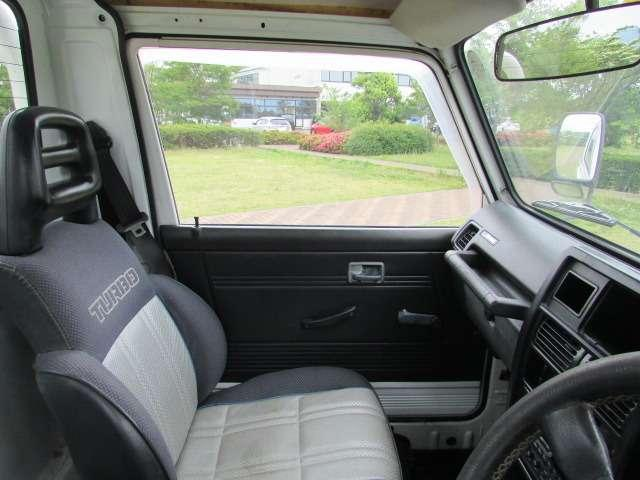 充分な広さの車内ですので、ゆったりと運転できるかと思います♪