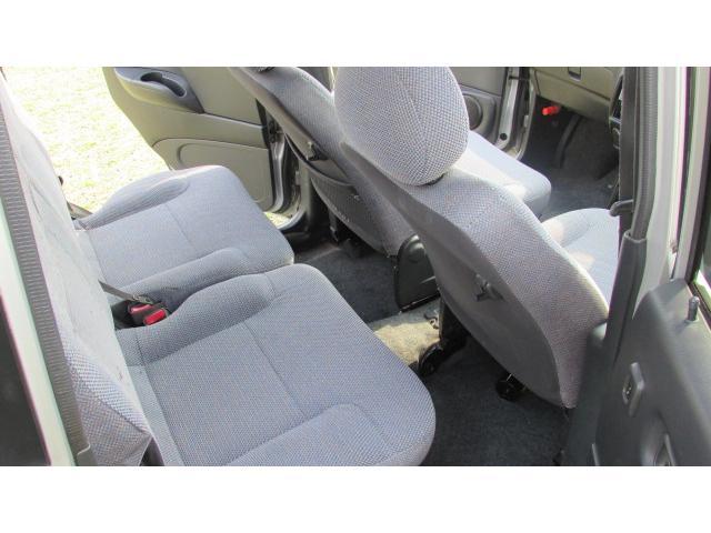 後部座席に多少のシミが汚れが多少ありますが、使用に問題はありません♪