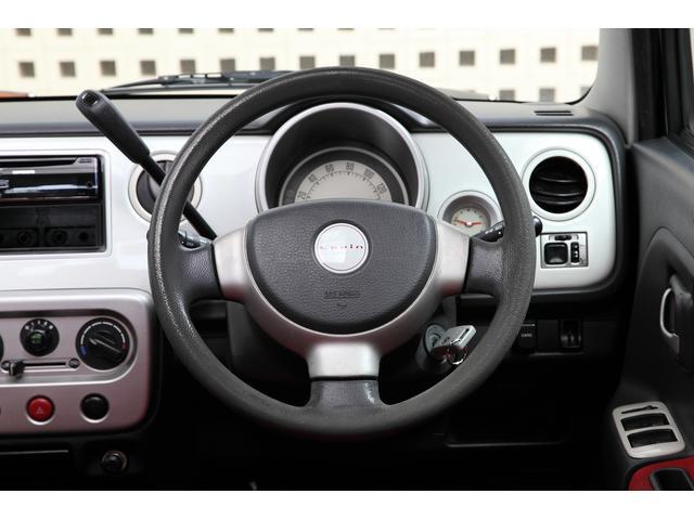 ハンドルも軽く女性の方でも運転がしやすいお車です。