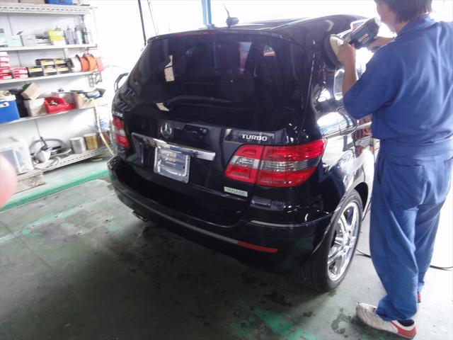 ボディを磨いて、小さな傷を取りコーティングをいたしますので、新車のような輝きを取り戻し、洗車もらくらくです。