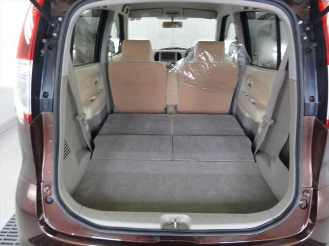 シートは、フルフラットになります。両方のシートを倒すと広々スペースが出現!お荷物の多い時も安心!