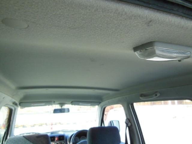 天井に大きな汚れやシミはなく綺麗です。
