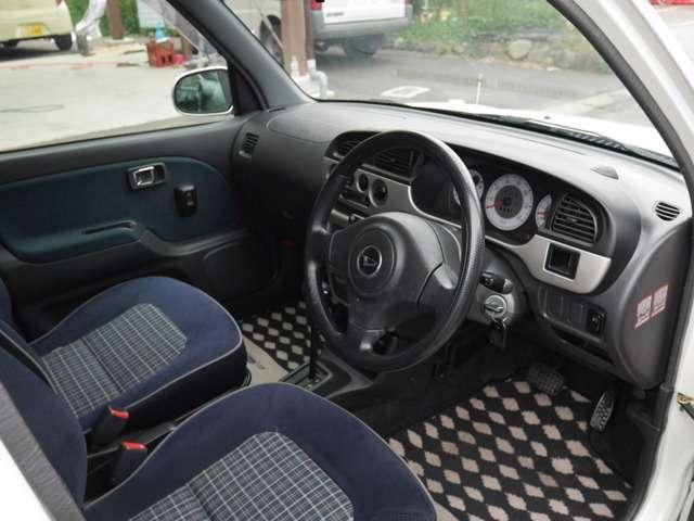 喫煙車ですので、匂いも気にならず綺麗な車内です!!