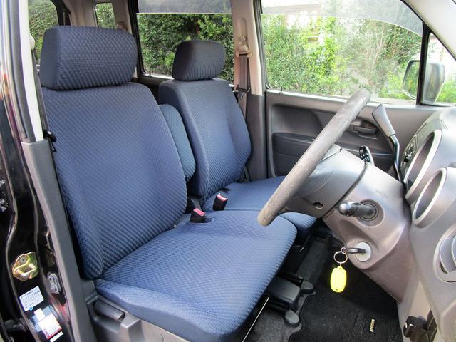 シンプルながら座り心地の良いシートです。ホールド感も良いので長距離運転も疲れにくいですよ!