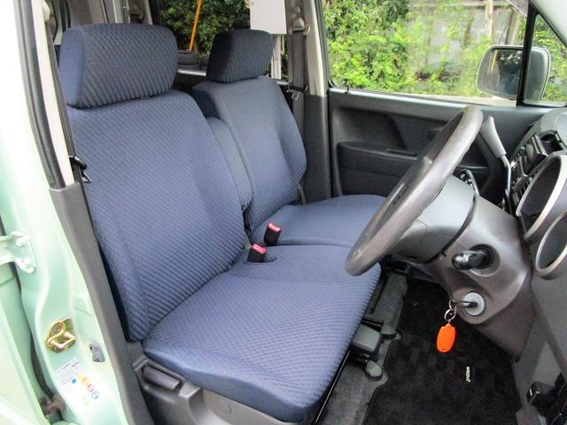 シンプルながら座り心地の良いシートです。ホールド感も良いので長距離運転も疲れにくいですよ!ベンチシートになりますので仲良く一緒に乗れますよね!!