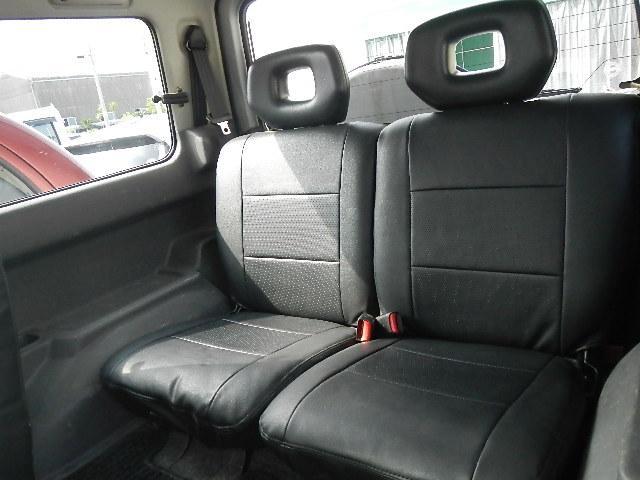 当店の在庫車はシートクリーニングも行っておりますが、少しでも気持ちよく乗っていただくために、納車の際はクレベリンかオゾン脱臭を使用して内装の除菌消臭を行っております。