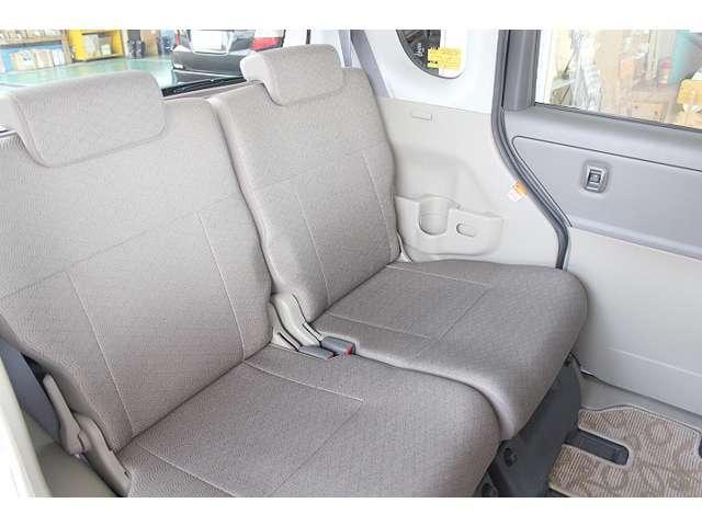 後部座席もキレイな状態です!足元・頭上に余裕があり広々とした空間です☆