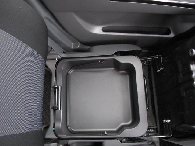 ●助手席シート下にも収納付きで便利ですよ●