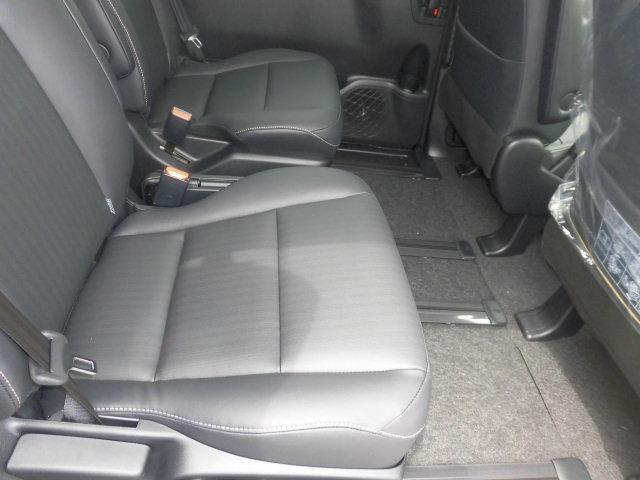 トヨタ エスクァイア Gi ブラックテーラード4WD 10型ナビ コンプリート車