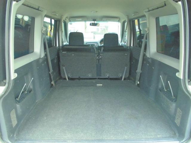 リヤシートを倒せば広いスペースが!!大きい荷物ものせられます☆