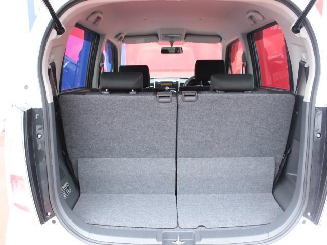 セカンドシートを倒せば大きく荷室を使っていただけます!!