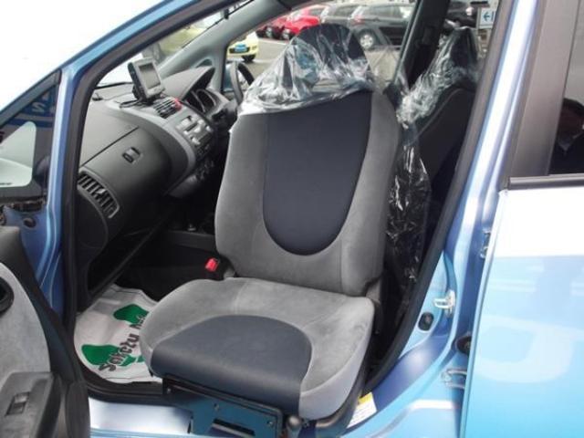 助手席は回転シートになっているので、乗り降りがとても楽です。