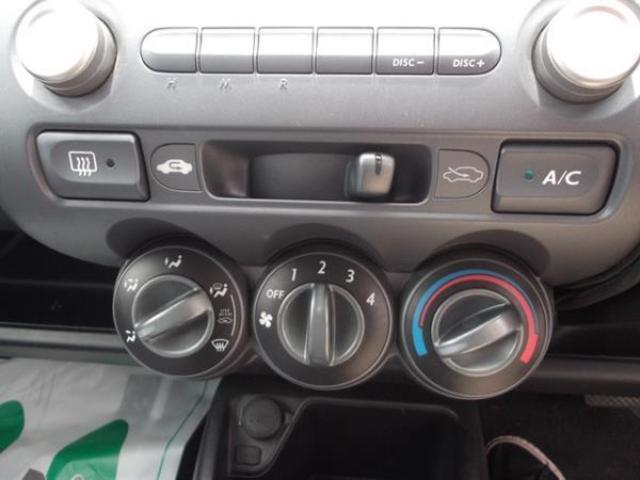 エアコンは使いやすいダイヤル式のマニュアルエアコン!