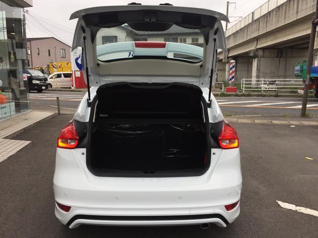 ヨーロッパフォード ヨーロッパフォード フォーカス スポーツプラス エコブースト ナビ付き 登録済未使用車