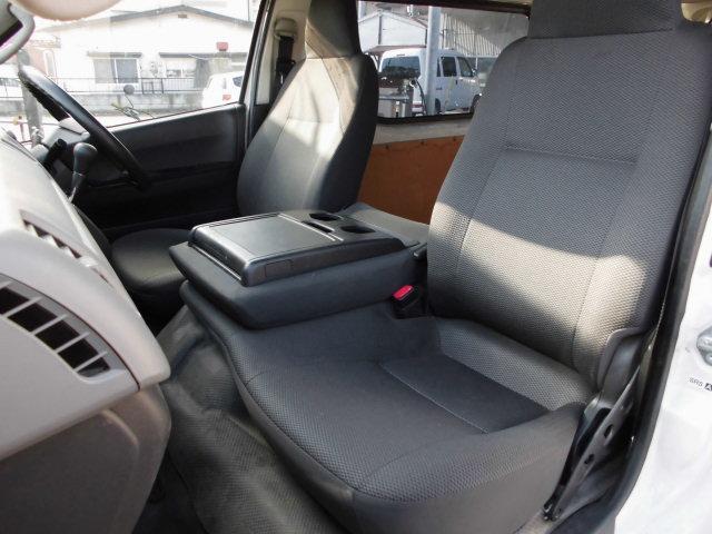 トヨタ ハイエースバン 5ドア ロングDX 4WDディーゼルターボ 3人乗り