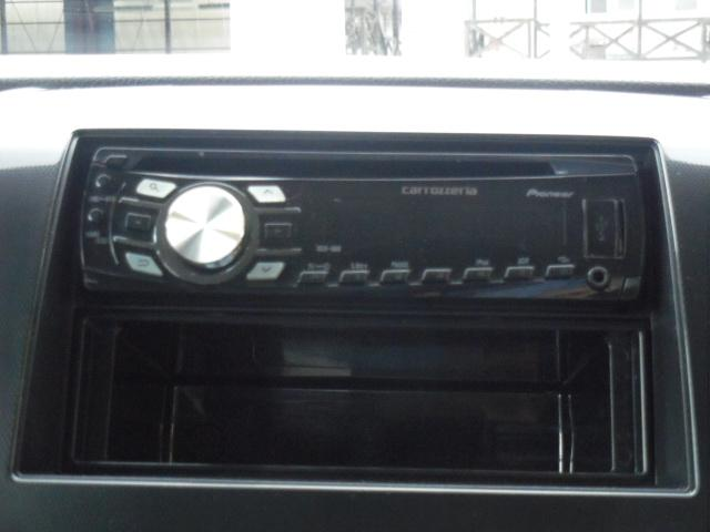 社外オーディオ!CD・USB・ラジオの再生が可能です!
