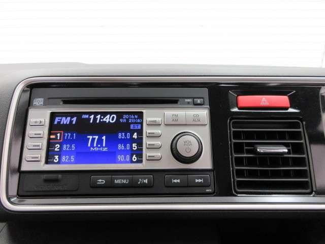 ホンダ純正CDチューナーはボタンも大きく、扱いやすいです♪