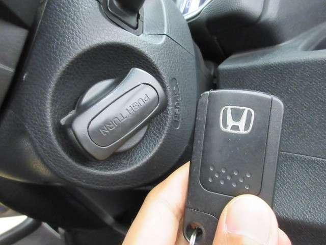 スマートキータイプですので鍵の指し抜きはせずにエンジン始動が可能です!