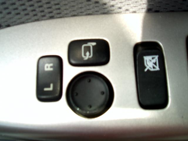 電動でミラー位置を調節可能!