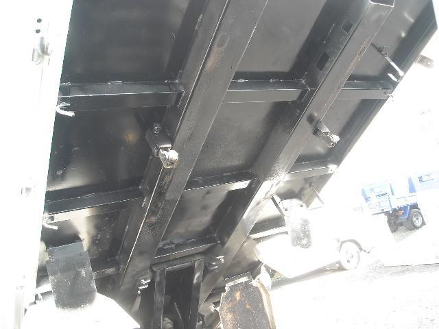 日野 デュトロ 2t積全低床ダンプ