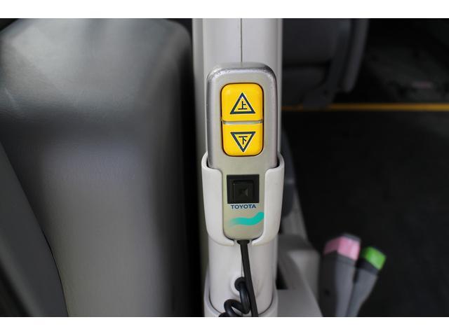 トヨタ ハイエースコミューター 福祉車両 ウェルキャブBタイプ リフト 車椅子二基 4WD