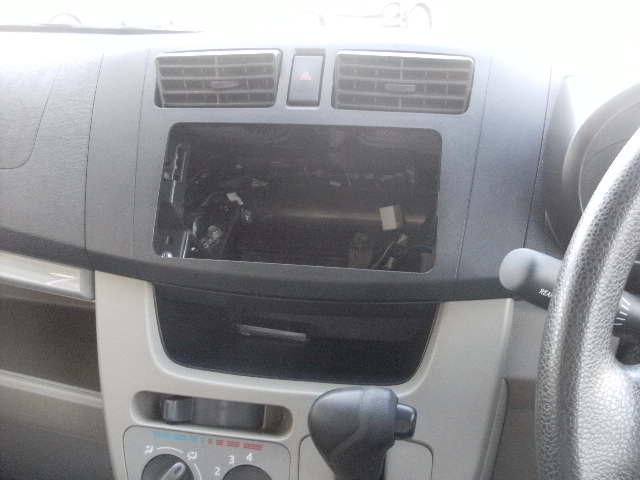 オーディオレス車なので、お好みのナビゲーションやオーディオが付けられます
