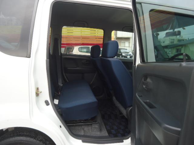 リアシートも足元広々♪大人もゆったりと座れます。車内は徹底クリーニング済み!