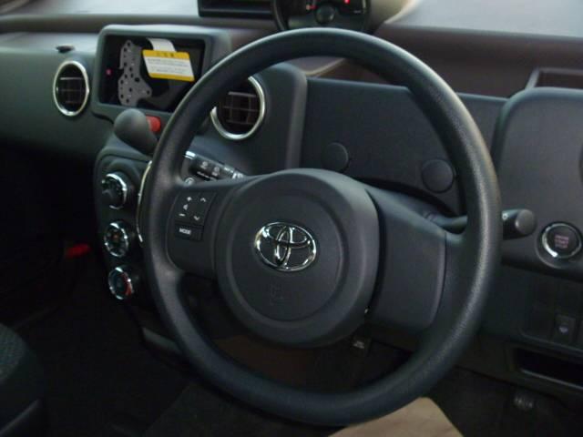 トヨタ スペイド F 4WD 左側パワースライトドア 登録済未使用車