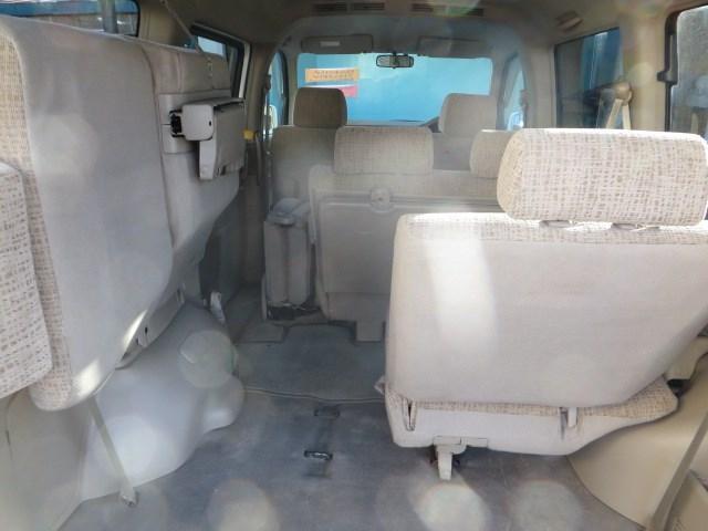 分割可倒式のリアシートは、長い荷物も積み込めて、人も乗れる便利な機能です!!