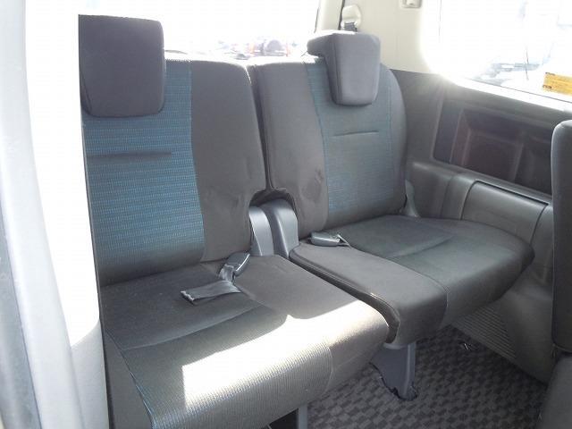 トヨタ ヴォクシー Z 4WD 左パワースライドドア 純正ナビ 社外アルミ付