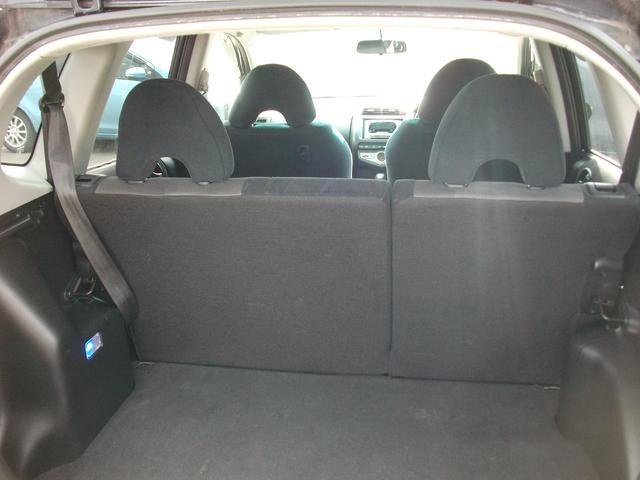 リヤシートを倒せば大きな荷物も搭載可能です♪