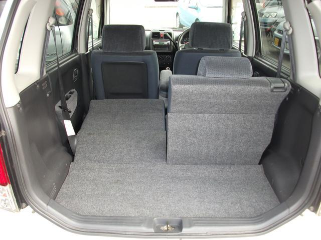 リヤシートを倒せば大きな荷物の搭載も可能です