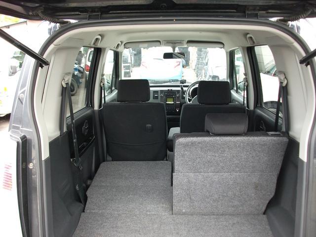リヤシートを倒せば大きな荷物も搭載可能!!