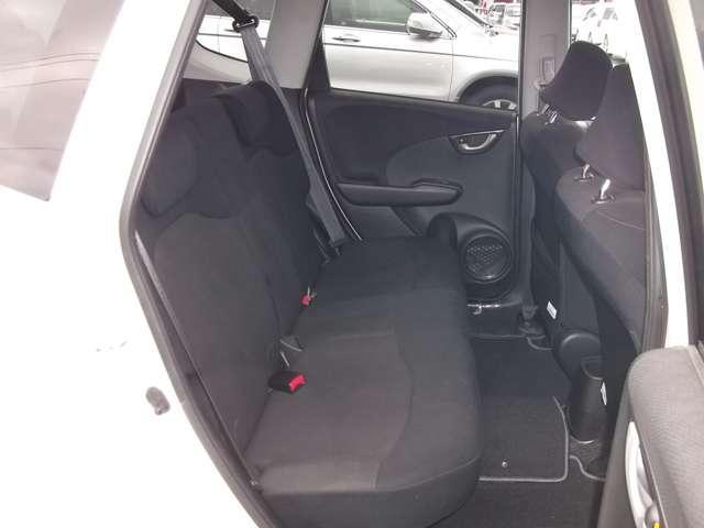 後席も足元が広くゆったりとした空間でドライブが楽しめます!