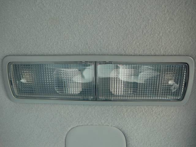 フロントマップランプは運転席と助手席に分かれているので便利です。