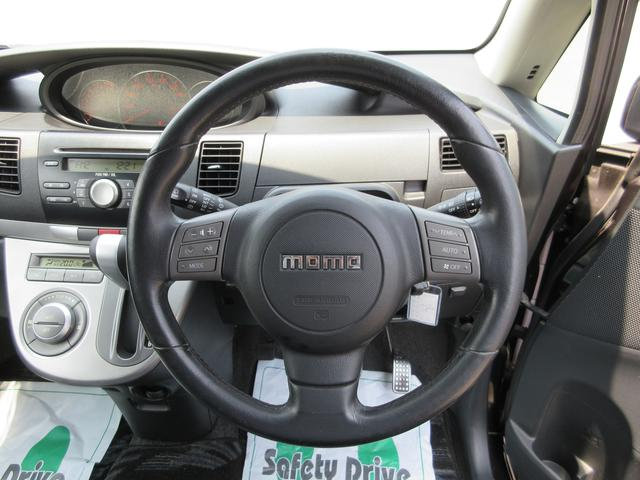 RS専用MOMOステアリング!ハンドルに装備されたステアリングスイッチで、エアコンやオーディオなどの操作が可能です♪