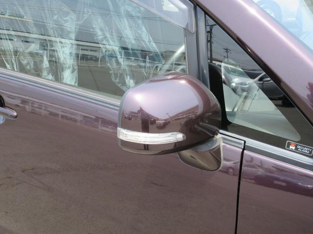 スタイリッシュで視認性に優れたウインカー内蔵ドアミラー!