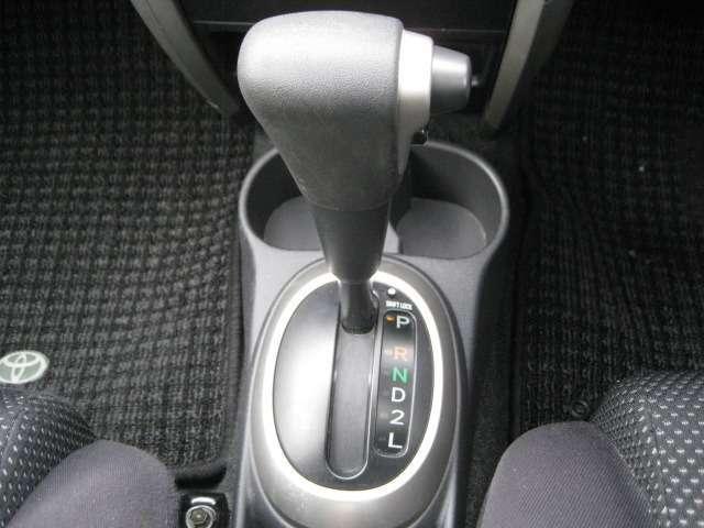 トヨタ イスト 1.5F 4WD 純正CDMD