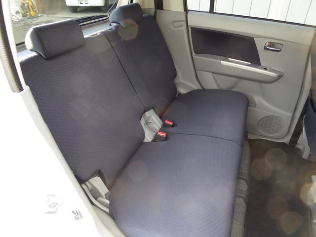 リアシートにもヘッドレストが付いています!後ろに乗る人も快適です!