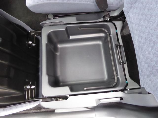 助手席シート下には、収納があります!