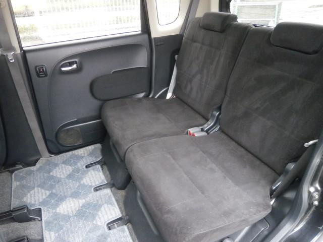 2列目のシートはこんな感じです!広々ですね♪納車時には除菌・抗菌・消臭クリーニングを全車徹底的に行いますよー♪