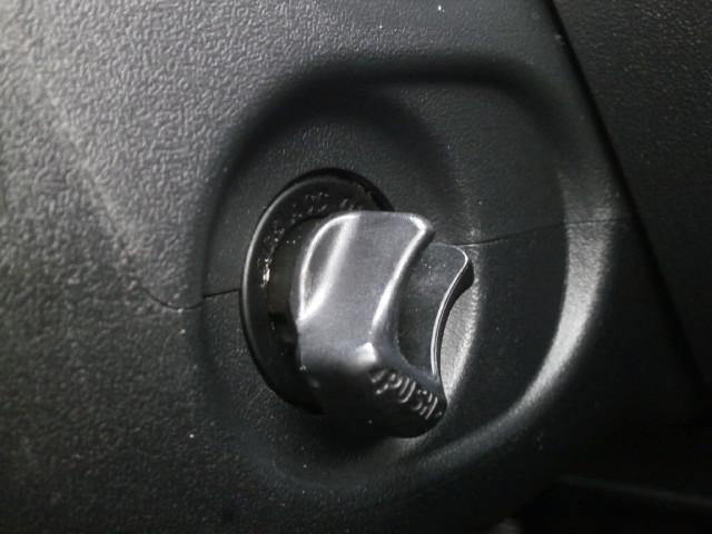 鍵を挿さずとも、このツマミをひねるだけでエンジンのスタート・ストップが行えます!一度使ったら病み付きになります♪