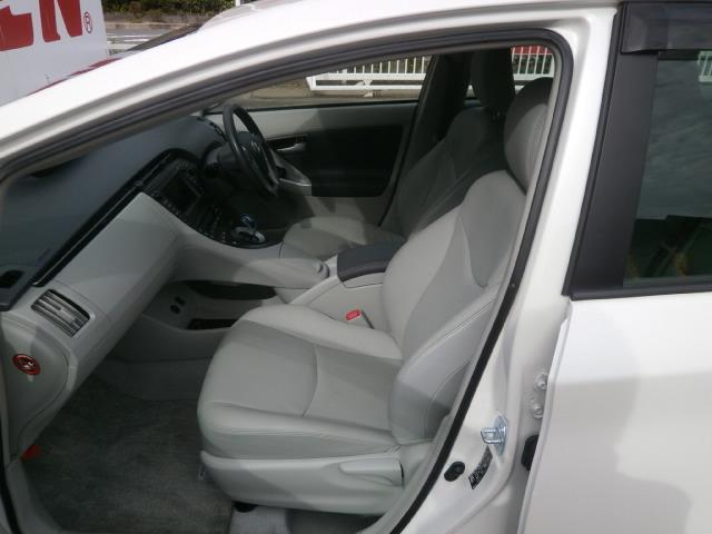 1列目のシートはこんな感じです!外見も大切ですが、室内のイメージもご自身にピッタリあったお車を是非お選び下さいね♪