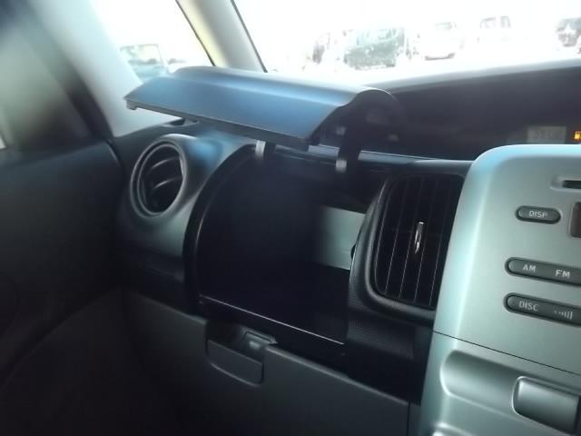 大きめのグローブボックスもついてます!車内を効率的に整理出来ますね♪