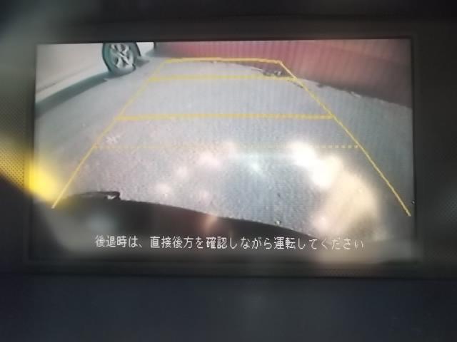 大きめのお車の駐車が苦手な方も安心のバックモニターです。あると嬉しい装備ですね♪