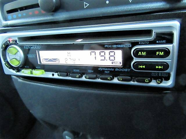 ケンウッドのオーディオを装備しておりますので音楽を聴いたりラジオを聴いたりしてドライブを楽しむことが出来ます♪