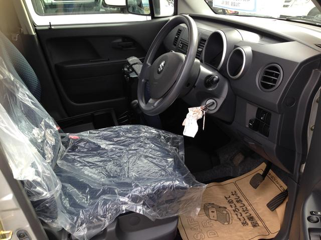 内装も傷,汚れ等少なく綺麗な状態です!また助手席シートの下には収納箱もあります!シートに汚れが付かないようにカバーもしっかりと装着しています♪