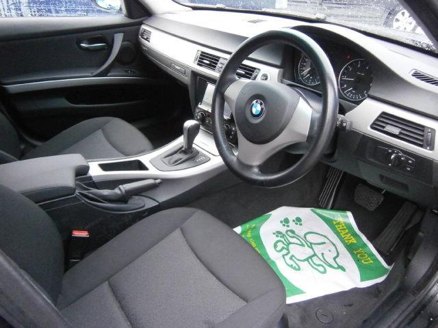 運転席、助手席は電動パワーシートとなっております。